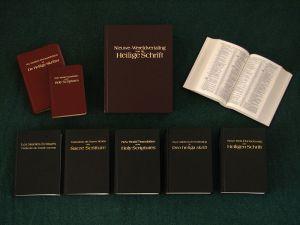 Nieuwe-Wereldvertaling van de Heilige Schrift in diverse talen, waaronder Nederlands